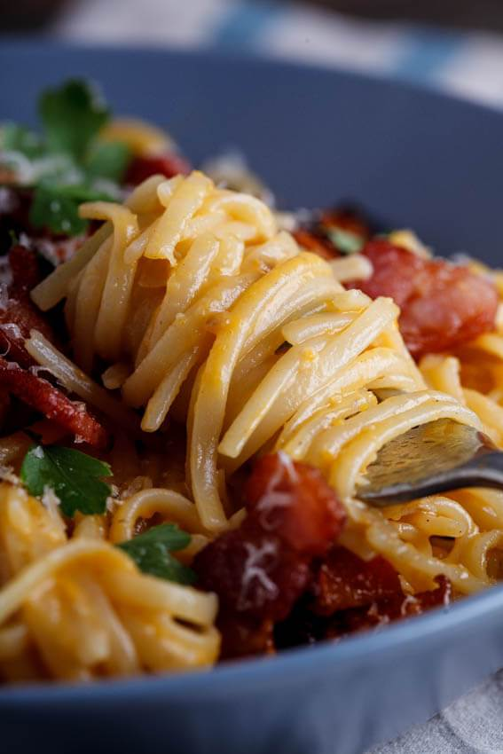 Creamy-pumpkin-pasta-with-bacon-and-crispy-bacon-8