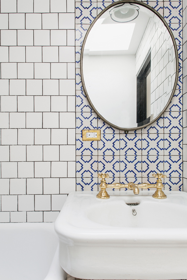 brooklyn-house-tour-mixed-tiles-and-gold-fixtures-in-bath