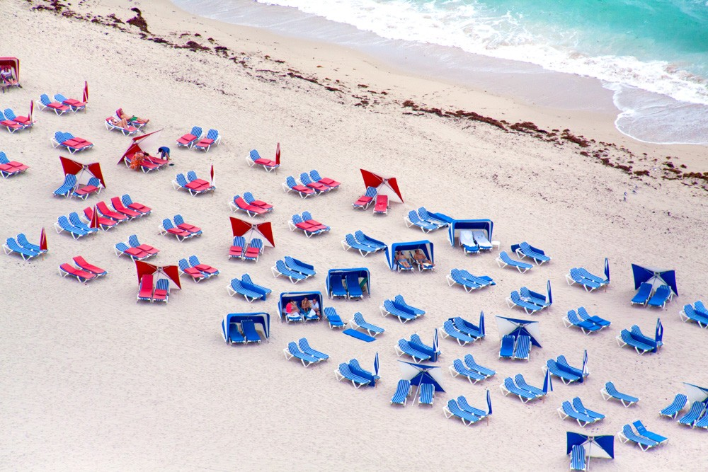 Miami_Blue_and_Red_Chairs_3