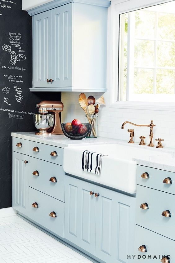 pale-blue-itchen-with-copper-details-and-chalkboard-wall