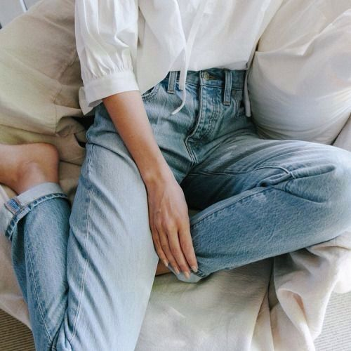 01-How-To-Style-your-Mom-Jeans-This-Is-Glamorous